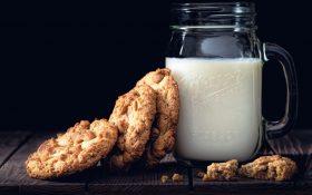 Vaso de leche con galletas, ¿Te suena?